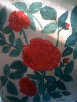 trand rosii pe lemn