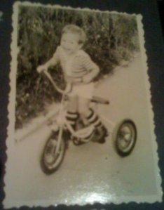 A pe bicicleta